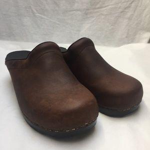 Dansko Brown Unisex Mules/Clogs Size 40